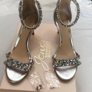 Badgley Mischka Caroline silver heels Size 9